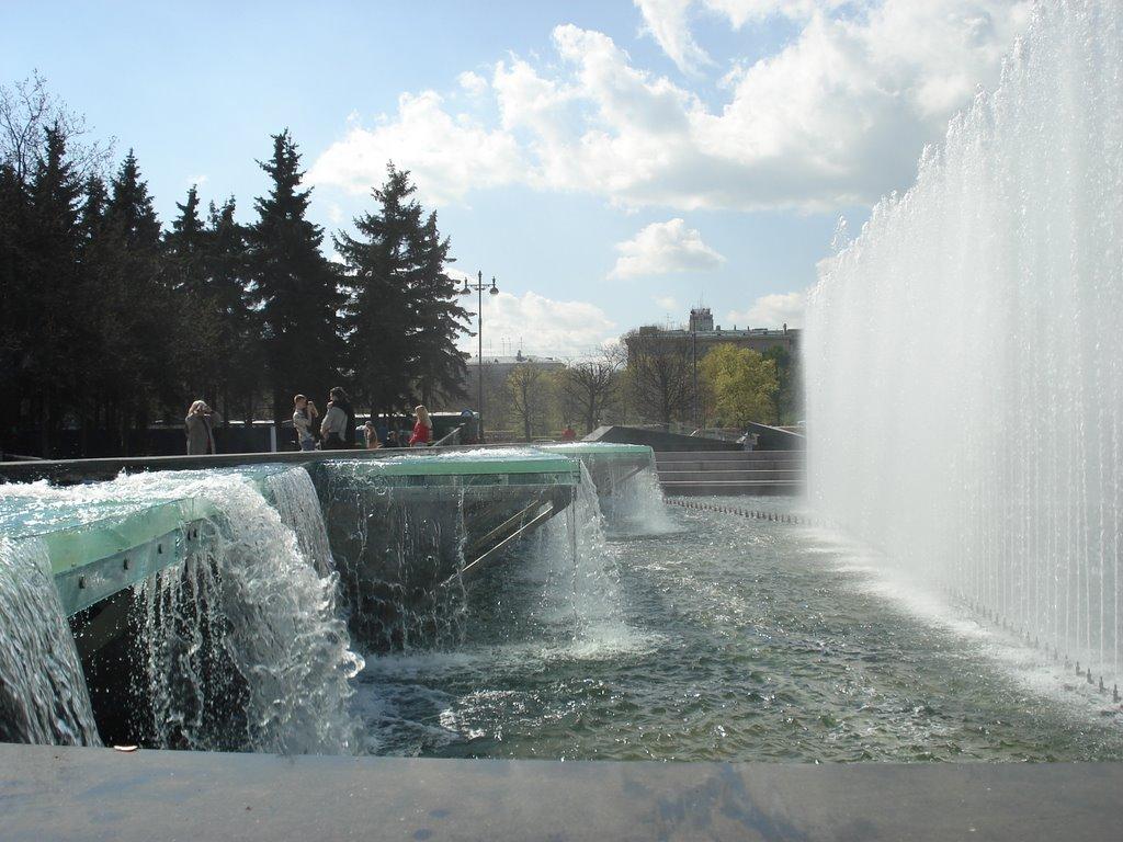 Поющие фонтаны на Московской площади
